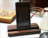 木製iPhoneスタンド