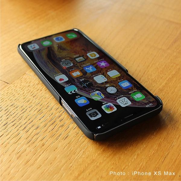 周囲を覆いiPhoneを保護するケース。