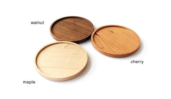 木製コースターはメープル・チェリー・ウォールナットからお選び頂けます。