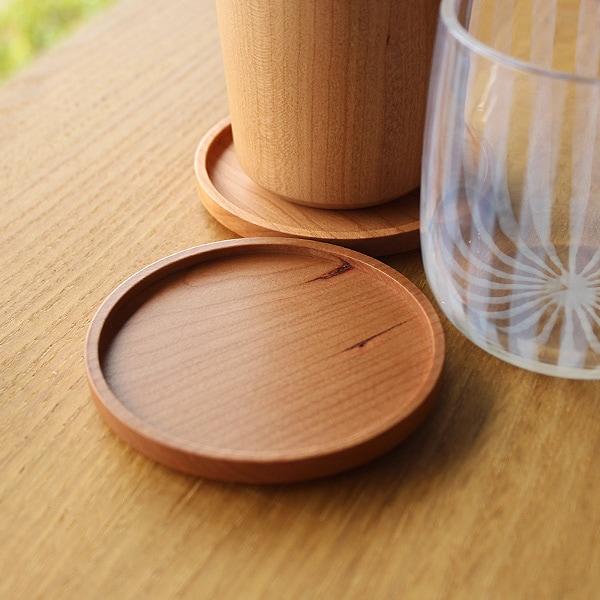 天然無垢材を使用した贅沢な木製コースター
