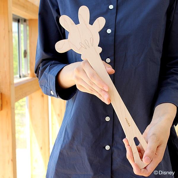 ミッキーマウスの特徴的な手をモチーフにした木ベラ。料理のひとときをミッキーと共に。