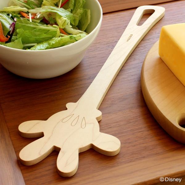 サラダや料理の取り分けなど、色んな使い方ができるミッキーの手をモチーフにした木製調理ヘラ。