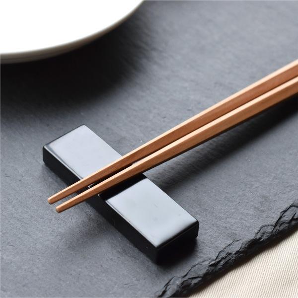 先端まで五角形に仕上げられた箸。一本一本丁寧に磨き上げられています。