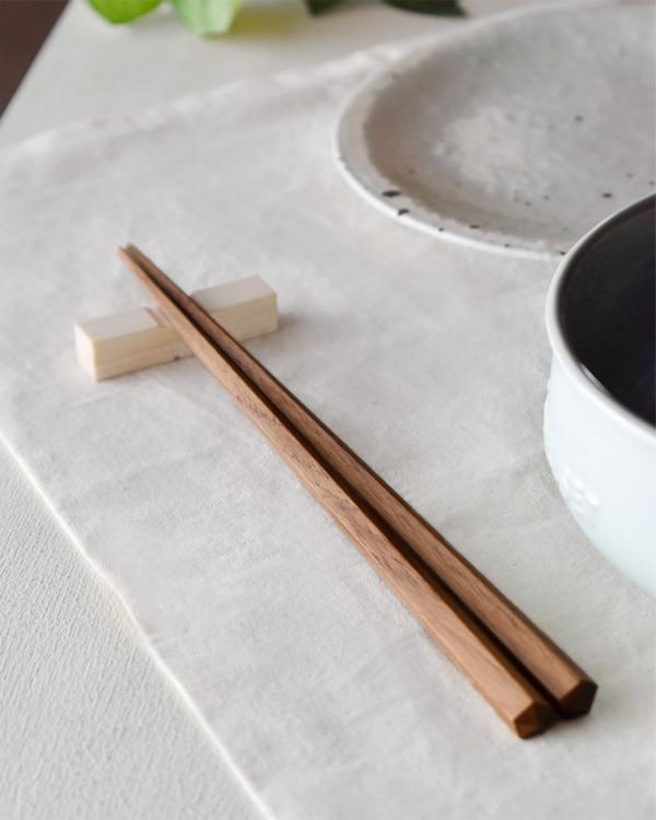 名入れもできる銘木削り出しの「五角箸」