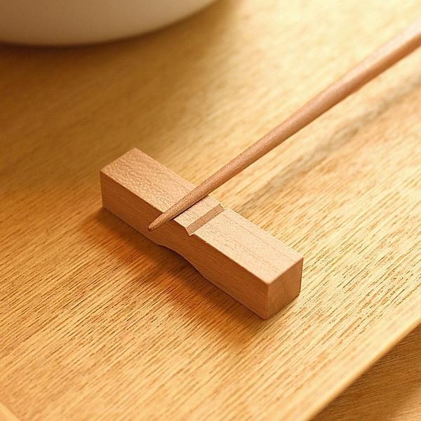 無垢から削り出した箸置き