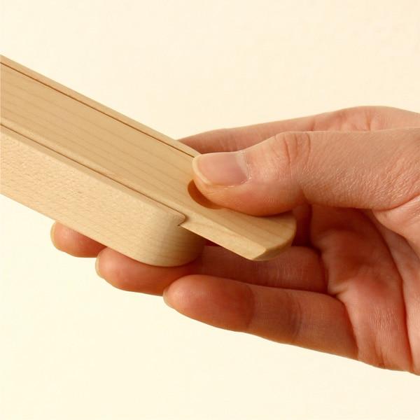 スライド式の木製箸箱は開閉も簡単にできます
