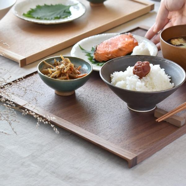 和食も収まるサイズ感の木製ランチョンマット
