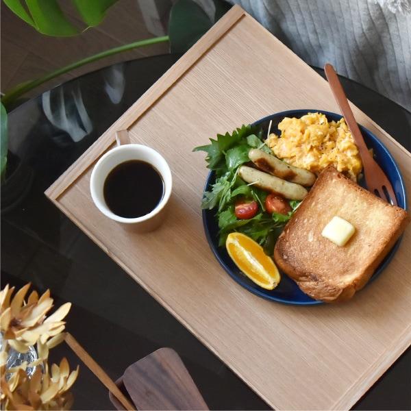 トレイとして持ち運べ、ベッドサイドで食べるワンプレートの朝食などにもおすすめ