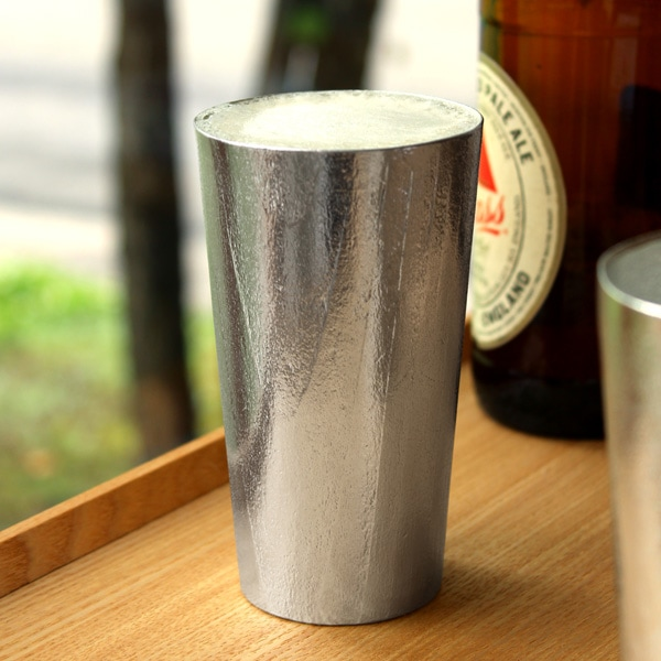 【Hacoa×能作】伝統技法、浮造り(うづくり)した杉を錫(すず)に写し込んだビアカップ