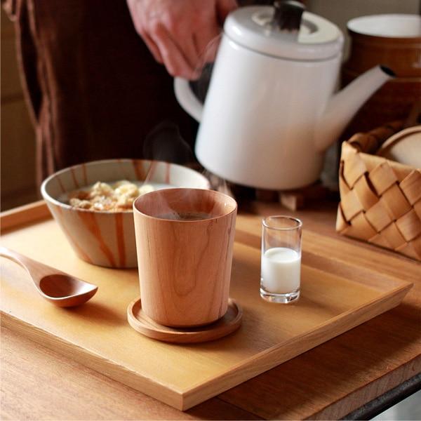 穏やかな朝の食卓に。木の風合いがいつもの朝に安らぎを与えてくれます。