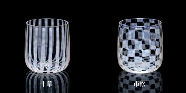 あぶり出し技法を活用したガラス製コップ