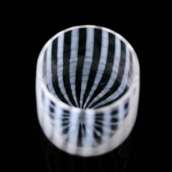 廣田硝子が持つ「あぶり出し技法」のコップ