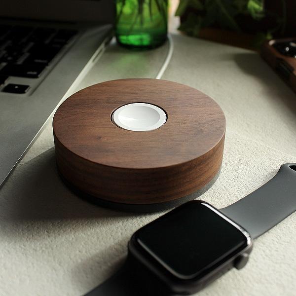 ご愛用のApple Watchの見た目を損なわない、おしゃれで美しいデザインの専用木製ドック。