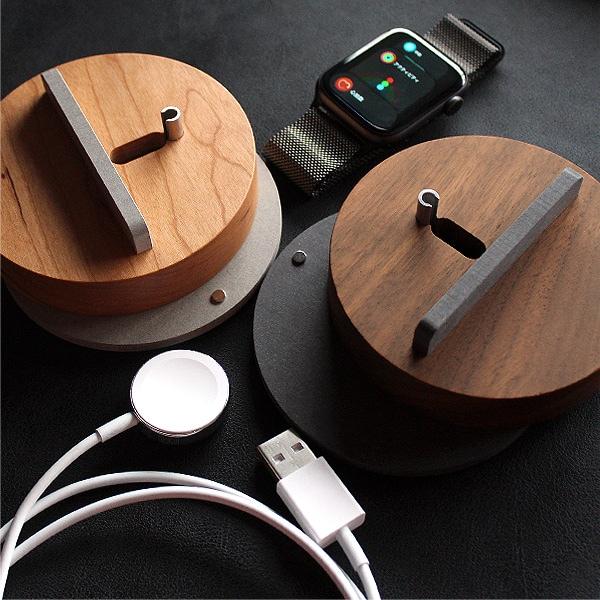 高級木材のチェリー・ウォールナットを削り出して作ったスタンド、アップルウォッチの美しいデザイン・見た目を損なわなずご利用いただけます。