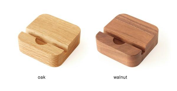 集成材の表情がおしゃれな、木製スマートフォンスタンド