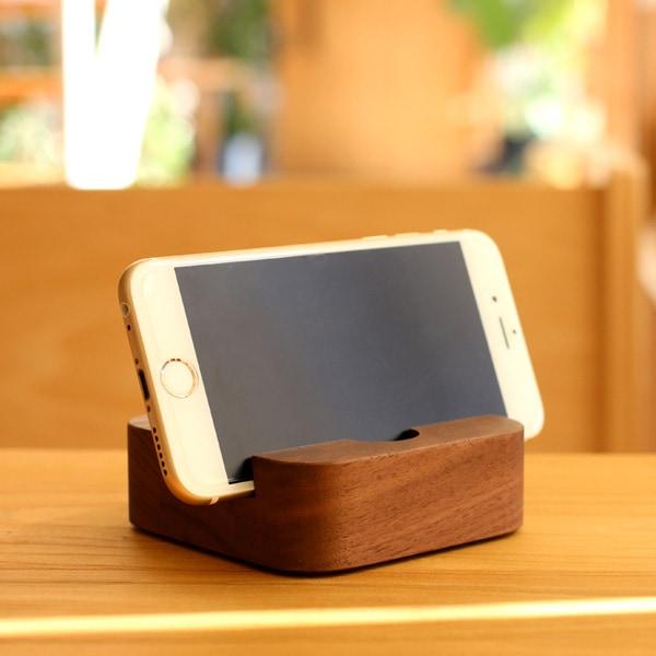 スマートフォン・タブレット兼用のおしゃれな木製スタンド