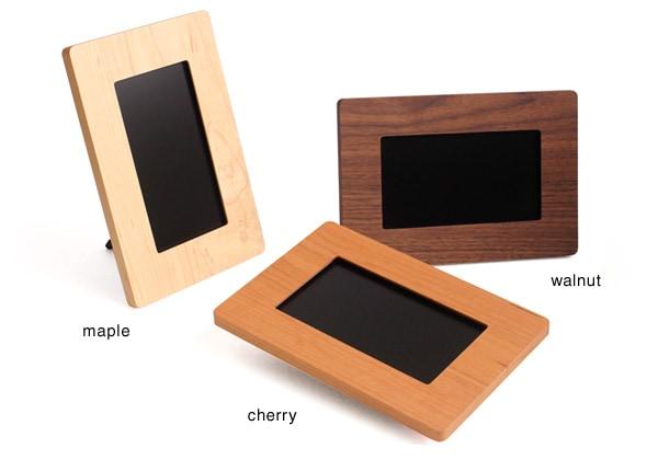 3種類の木からお選びいただける、Hacoaの木製デジフォト
