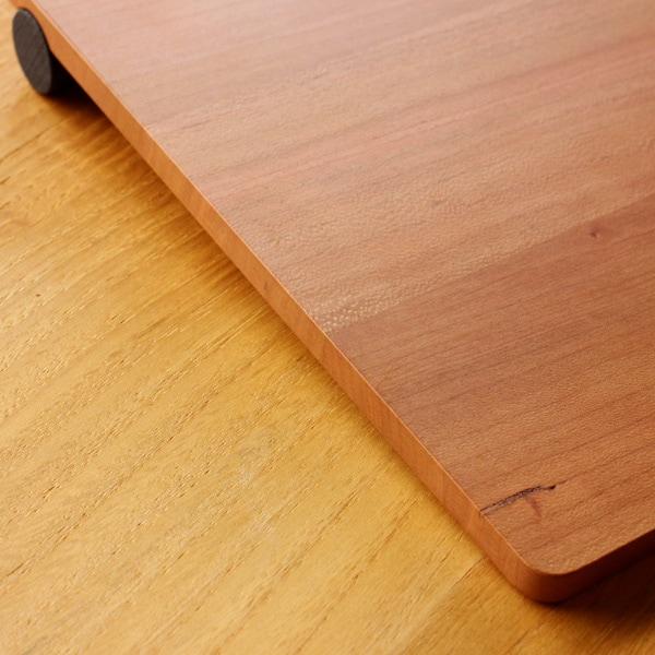3枚の無垢材を貼り合わせた、ゆったりサイズのマウスパッド
