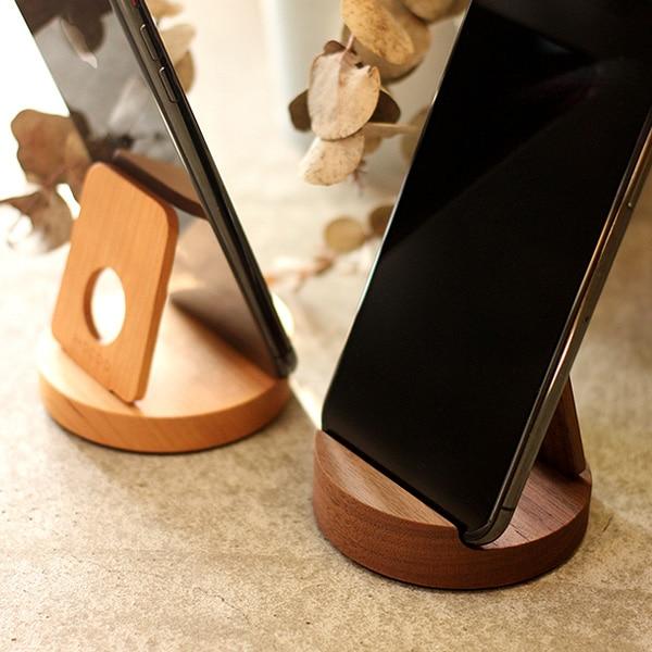 様々なスマホに対応。汎用性高い木製スマートフォンスタンド