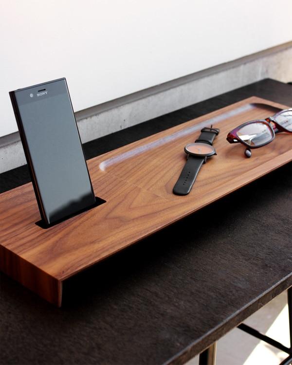 上質な空間を作り出す木製スマートフォンステーション・スタンド「Wooden Superior Stand for Xperia」