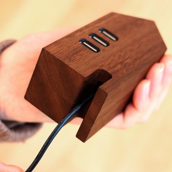 北欧の家のようなおしゃれな木製USBハブ