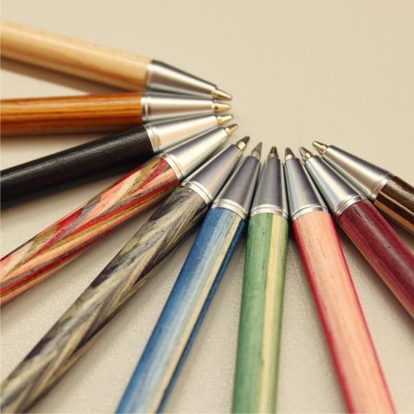 カラフルな木製ボールペンであなたらしさを表現