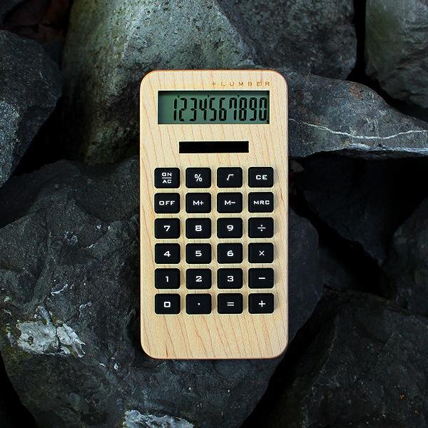 木の質感が手触りの良さを生む、かわいい木製ソーラー電卓
