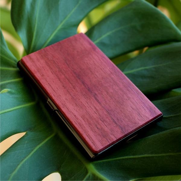 重厚感のあるステンレス素材と銘木をあわせた木製カードケース「+LUMBER CARD CASE」