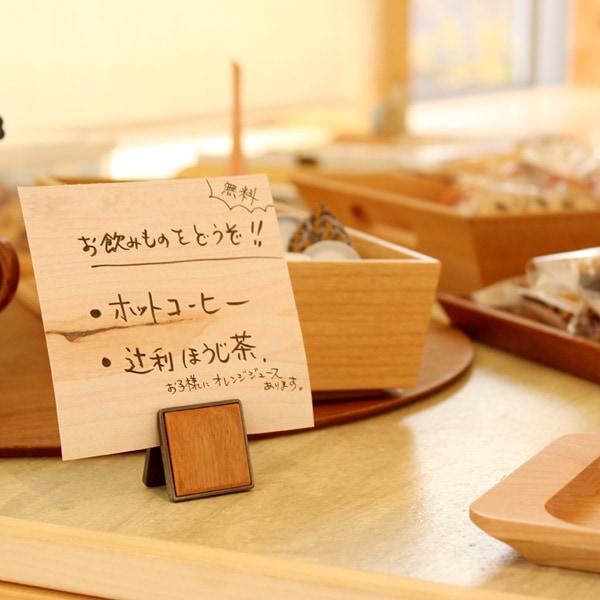 カフェやお店のアクセントになるクリップ式のカードスタンド