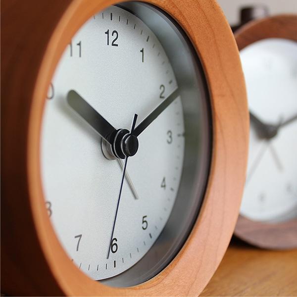 本物の無垢の木を贅沢に削り出して作ったアラーム付き木製置時計。
