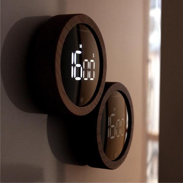 数秒間何も操作されない時は省エネモードに入りスリープ状態に、輝度が自動的に低下します。