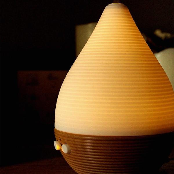 陶磁器(セラミック)を幻想的に通したあたたかみある灯りと香りが自然のぬくもり感じる癒しの空間を演出します