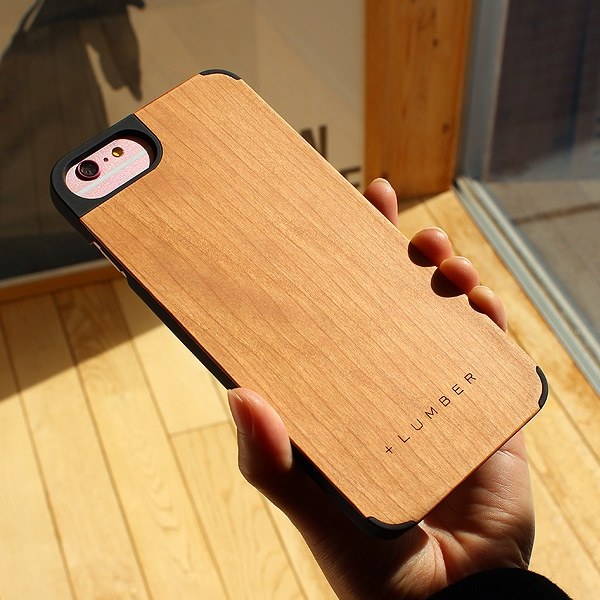 天然木の手触りと自然の木目が楽しめるアイフォン6PLUS専用のハードケース