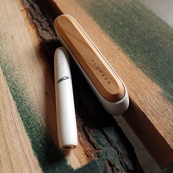 アンティーク家具のように時の流れとともに趣が増す木ならではの味わいをiQOSに。
