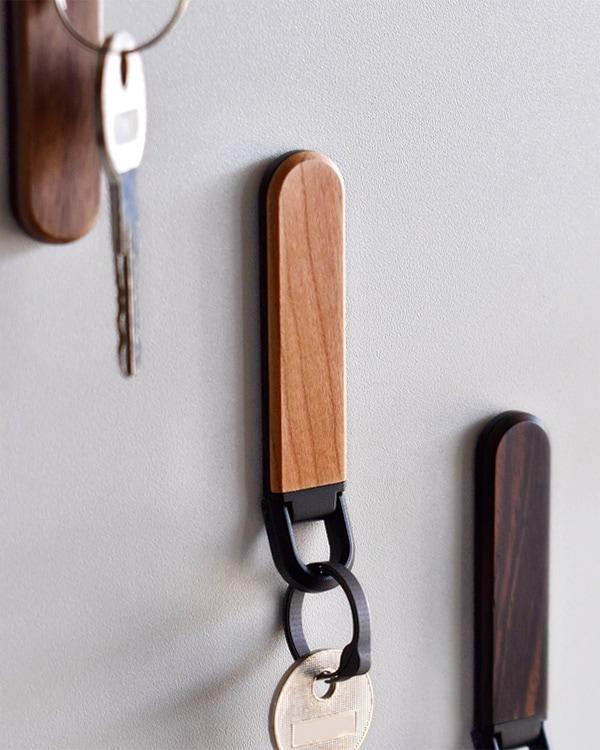鍵の居場所を作るマグネット付き木製キーホルダー 「KEYHOLDER MAG」