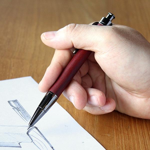 書き心地の良い大人の為のおしゃれな木製鉛筆ホルダー。