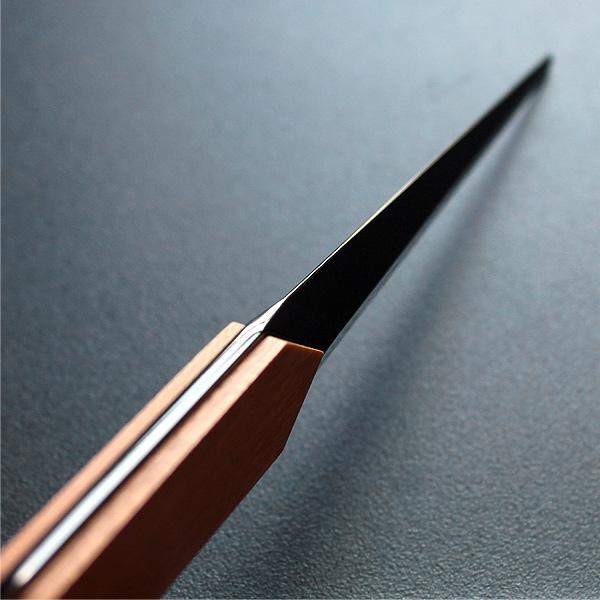刀のように多面的なシンプルデザインのレターオープナー・ペーパーナイフ。