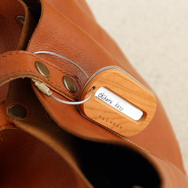 おしゃれな木のラゲージタグ・ネームタグ、旅行中の荷物の紛失防止に役立ちます。