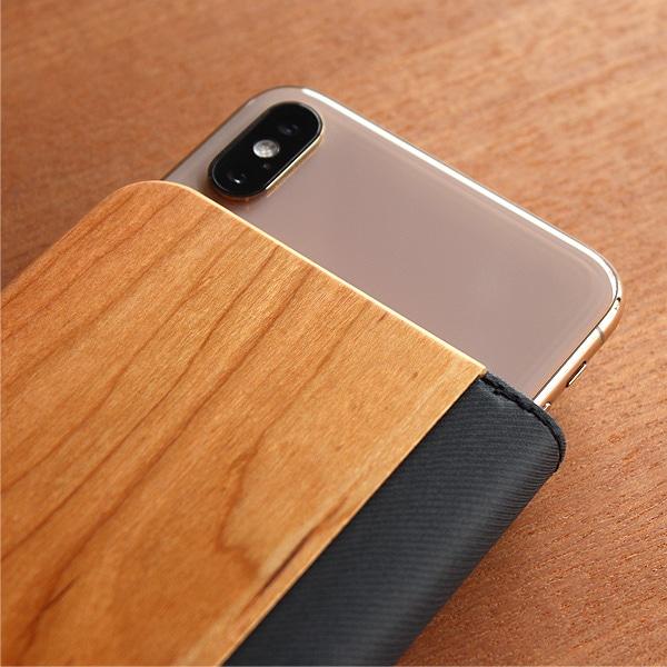 天然の木材を使用しています、自然が生み出す美しい木目をスマートフォンと一緒に手元にてお楽しみください。