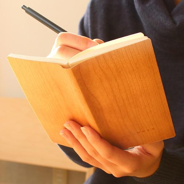 天然木の表紙がおしゃれなノートブック・メモ帳