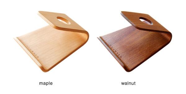 メープルとウォールナットの成形合板を使った曲線美がキレイな木製スマホスタンド