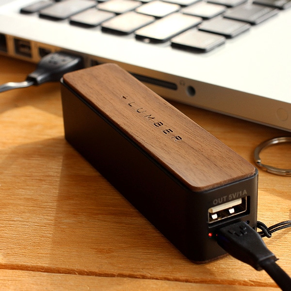 PCで充電。スマートフォンのバッテリーを緊急充電できるモバイルバッテリー