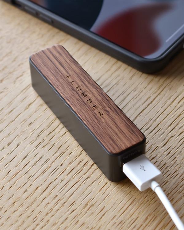 持ち運びに便利なスリムタイプの木製モバイルバッテリー・モバイルブースター「POWERBANK 2600」