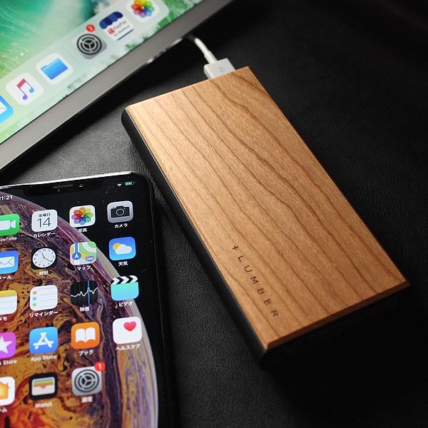 手触り良い高級感ある仕上げを施したステンレス製バッテリー本体に、時の流れと共に風合いを増す銘木をプラス。