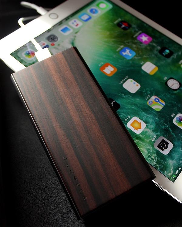 木の質感が心地よい大容量モバイルバッテリー「POWER BANK 10000」iPhoneにも対応