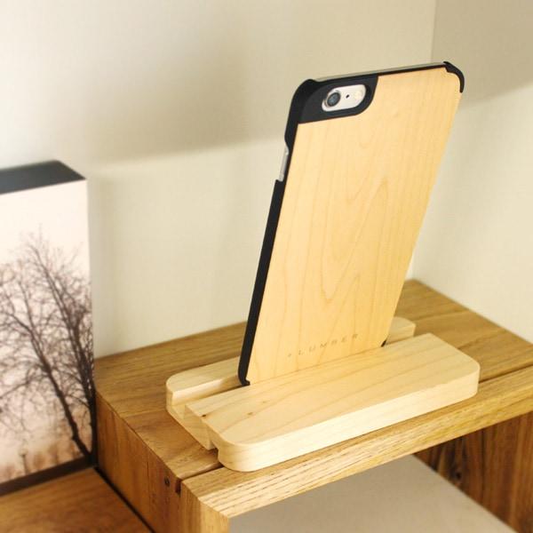 +LUMBERブランドの木製iPhone6 Plus専用ケースを装着したまま使用可能なスマホスタンド