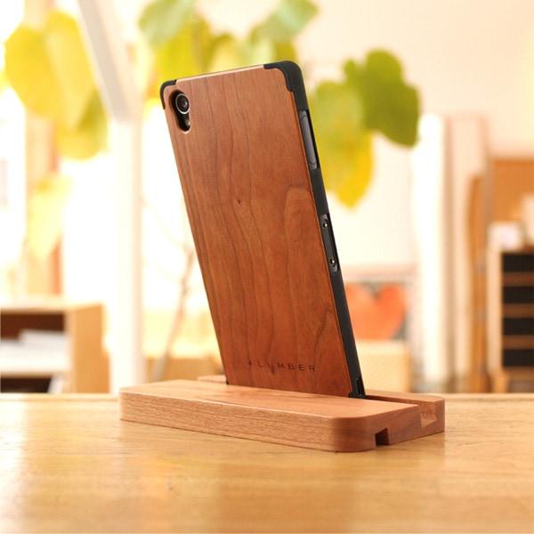 +LUMBERブランドの木製Xperia Z3専用ケースを装着したまま使用可能なスマホスタンド