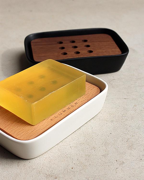 木の魅力を引き立てるセラミック製の石鹸置き「SOAP DISH」