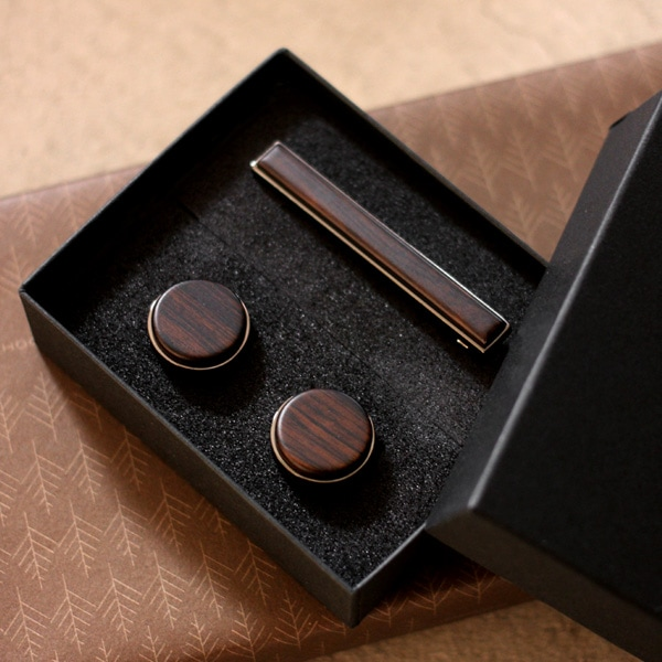 木製ネクタイピンとカフリンクスのギフトセット(黒檀)