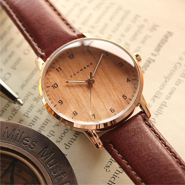 天然木を使用した腕時計は、世界に一つだけオリジナル。木材ならではの温かみを感じるウッドウォッチ。